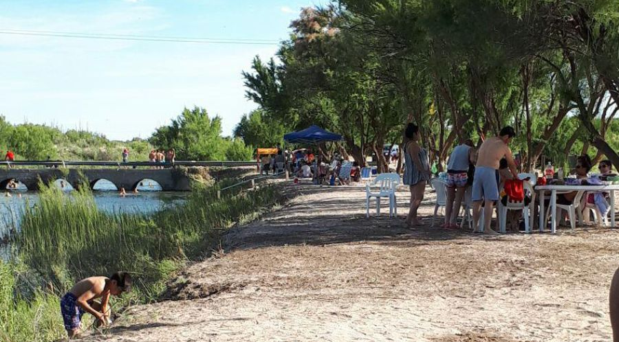 multimedia.normal.b331822da8442d79.616c676172726f626f74745f6e6f726d616c2e6a7067 - Turismo en el oeste: Algarrobo invita a disfrutar el verano en el Atuel